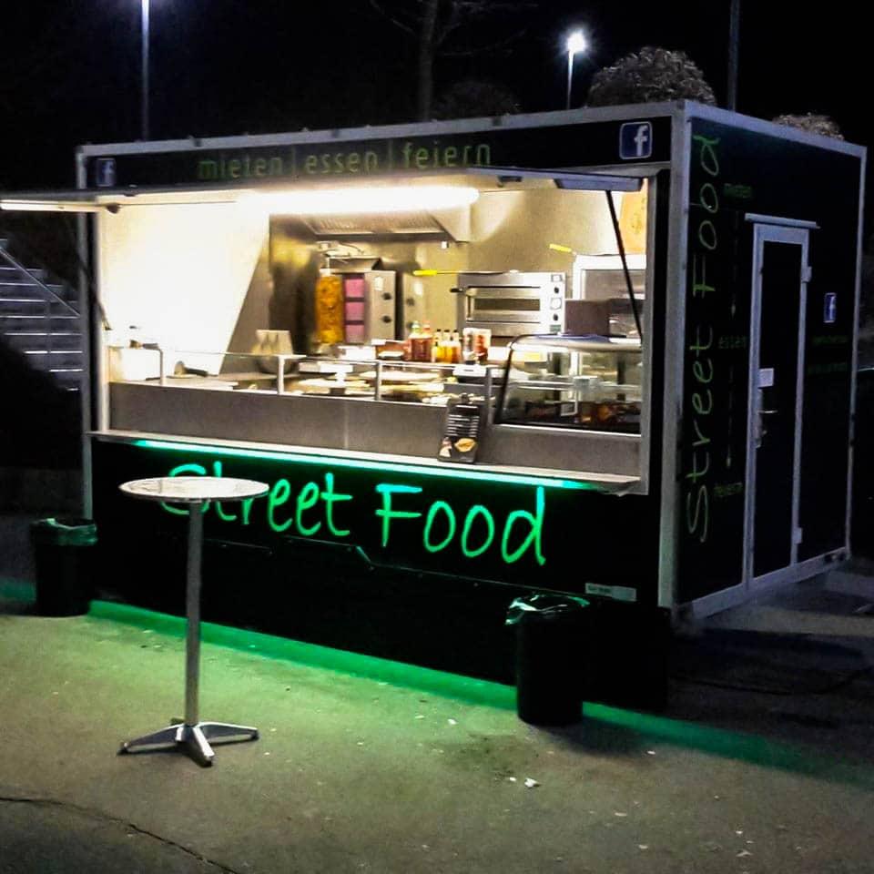 Marcos Streetfood Truck - Bei Nacht