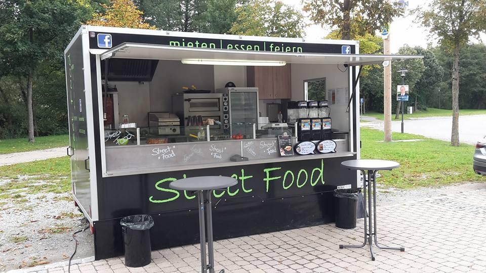 Streetfood Truck auf Parkplatz