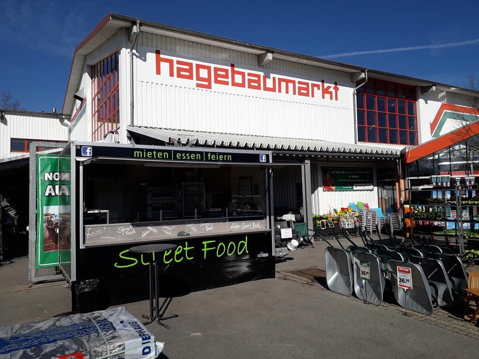 Marcos Streetfood Truck vor Hagebaumarkt