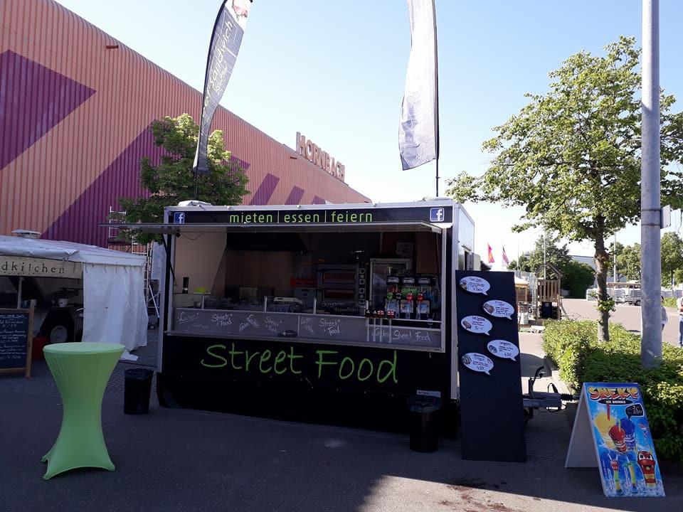 Marcos Streetfood Truck vor Hornbach