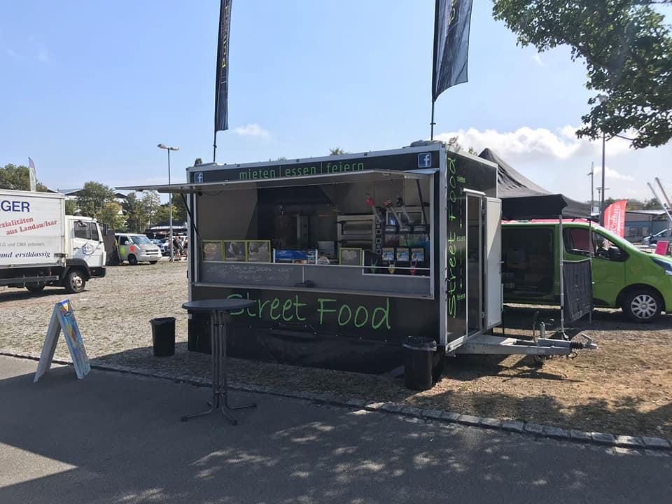 Marcos Streetfood Truck auf einem Parkplatz