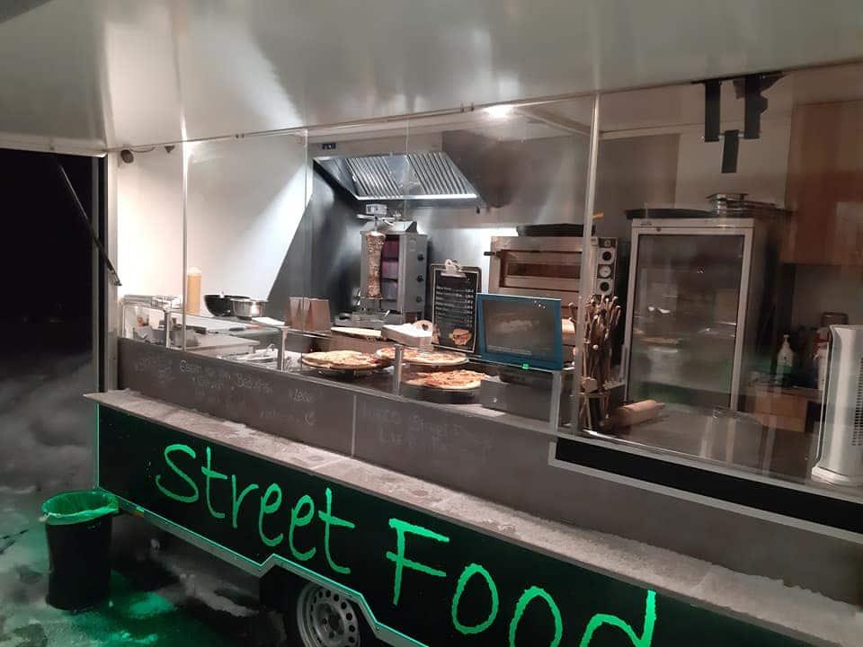Marcos Streetfood Truck mit Kebabspieß und Pizza