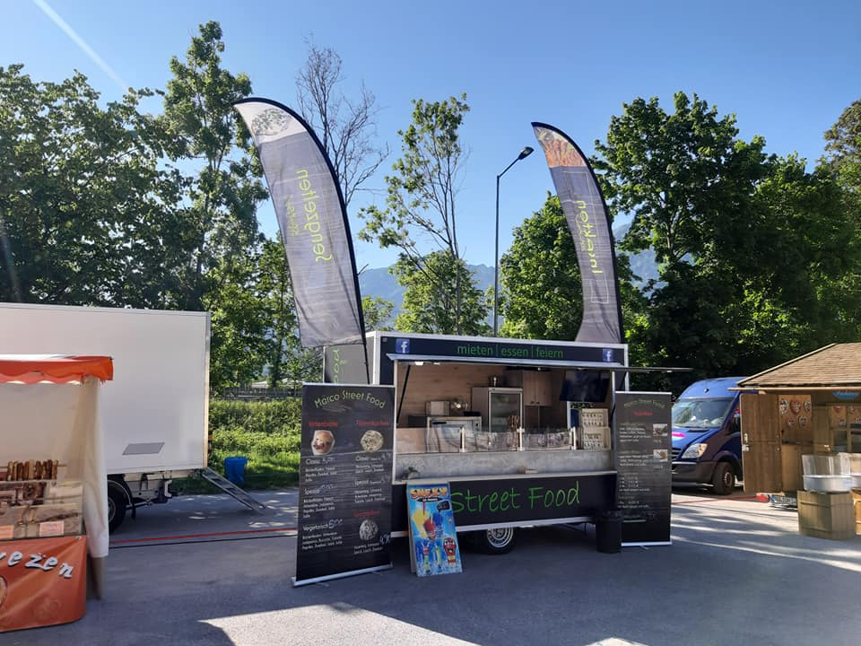 Marcos Streetfood Truck vor bergischer Kulisse