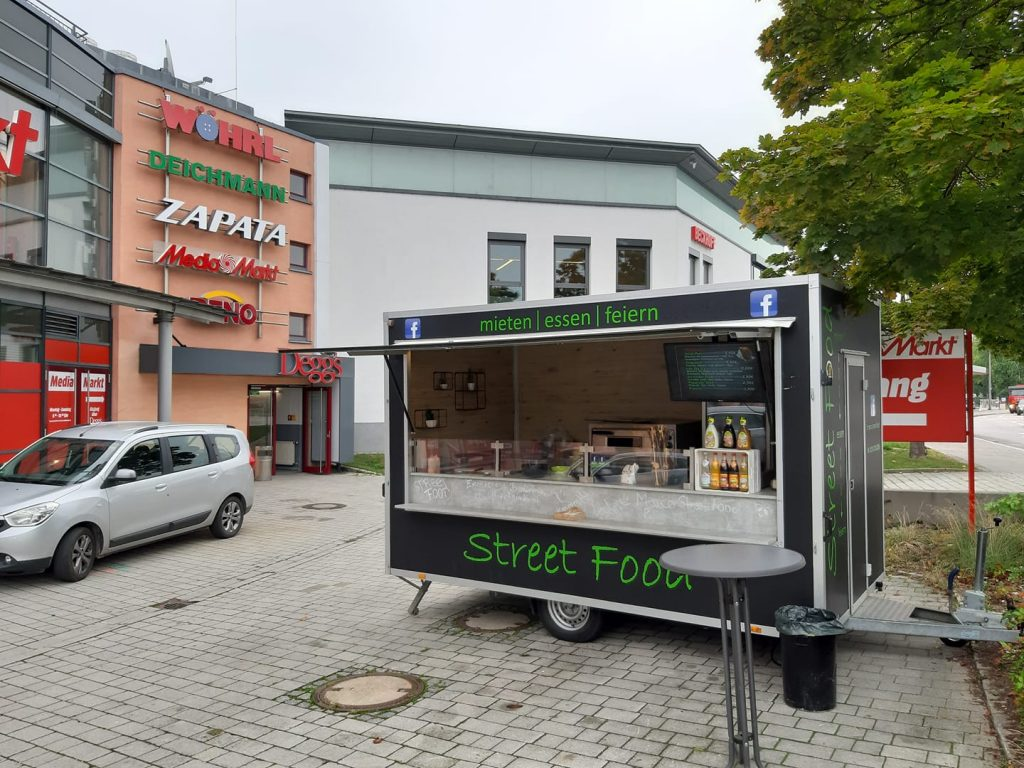 Marcos Streetfood Truck vor Deggs Einkaufs-Zentrum